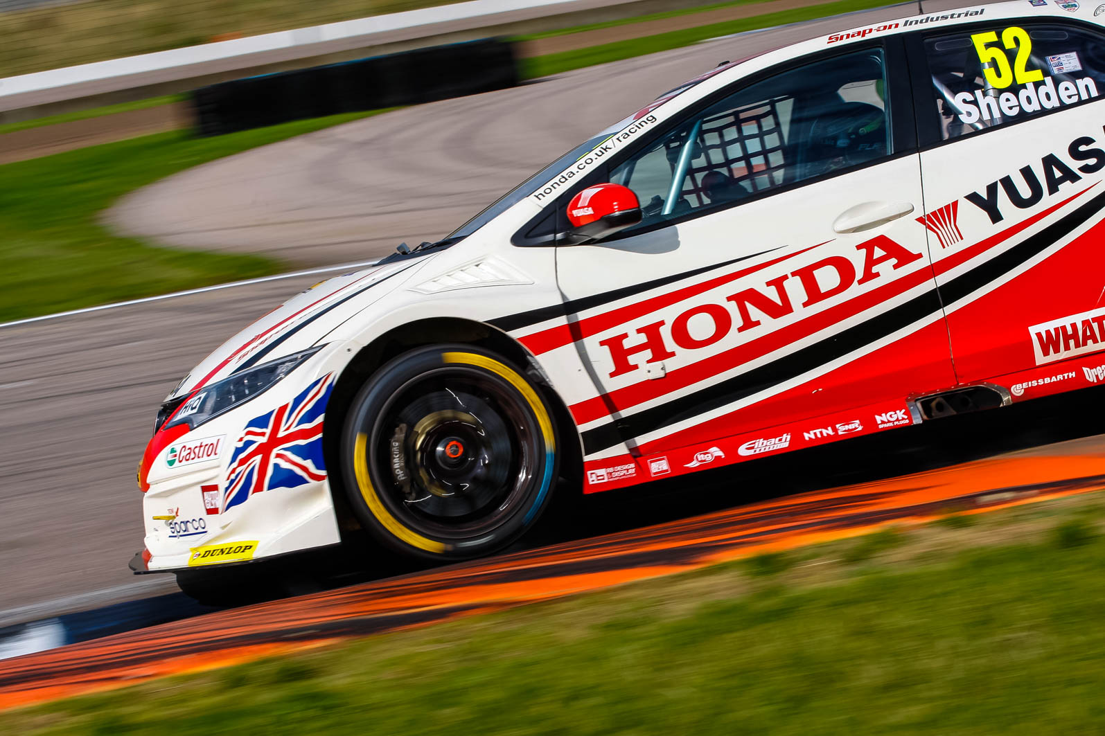 british touring car team honda yuasa racing secures first. Black Bedroom Furniture Sets. Home Design Ideas